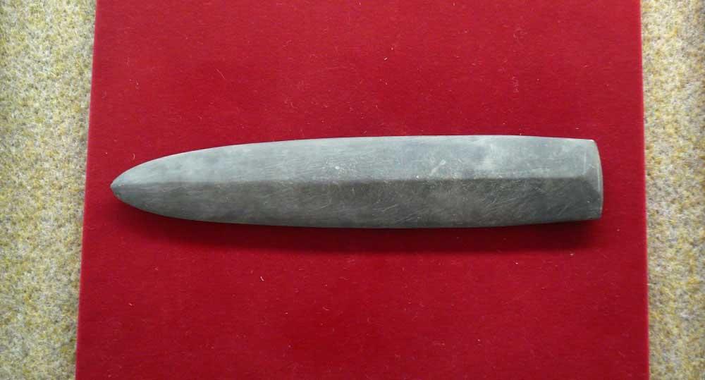 磨製石剣(ませいせっけん)