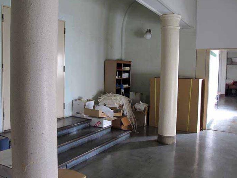 貴賓室エントランス丸柱