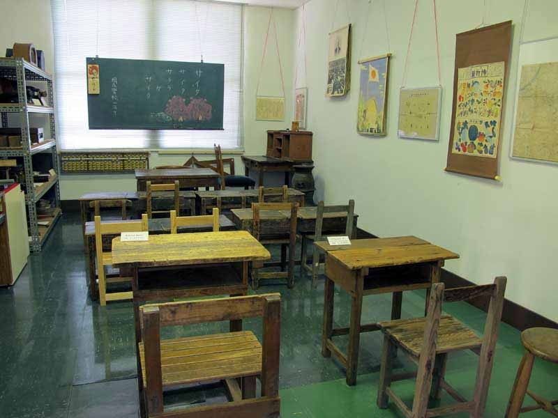 尋常(じんじょう)小学校風の展示室